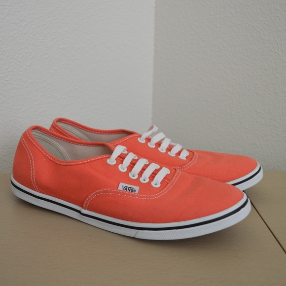 ec1ef4a2d933 VANS Coral Salmon Lace Up Womens 10 Mens 8.5. M 5a5fb3bb1dffda43d8409b08